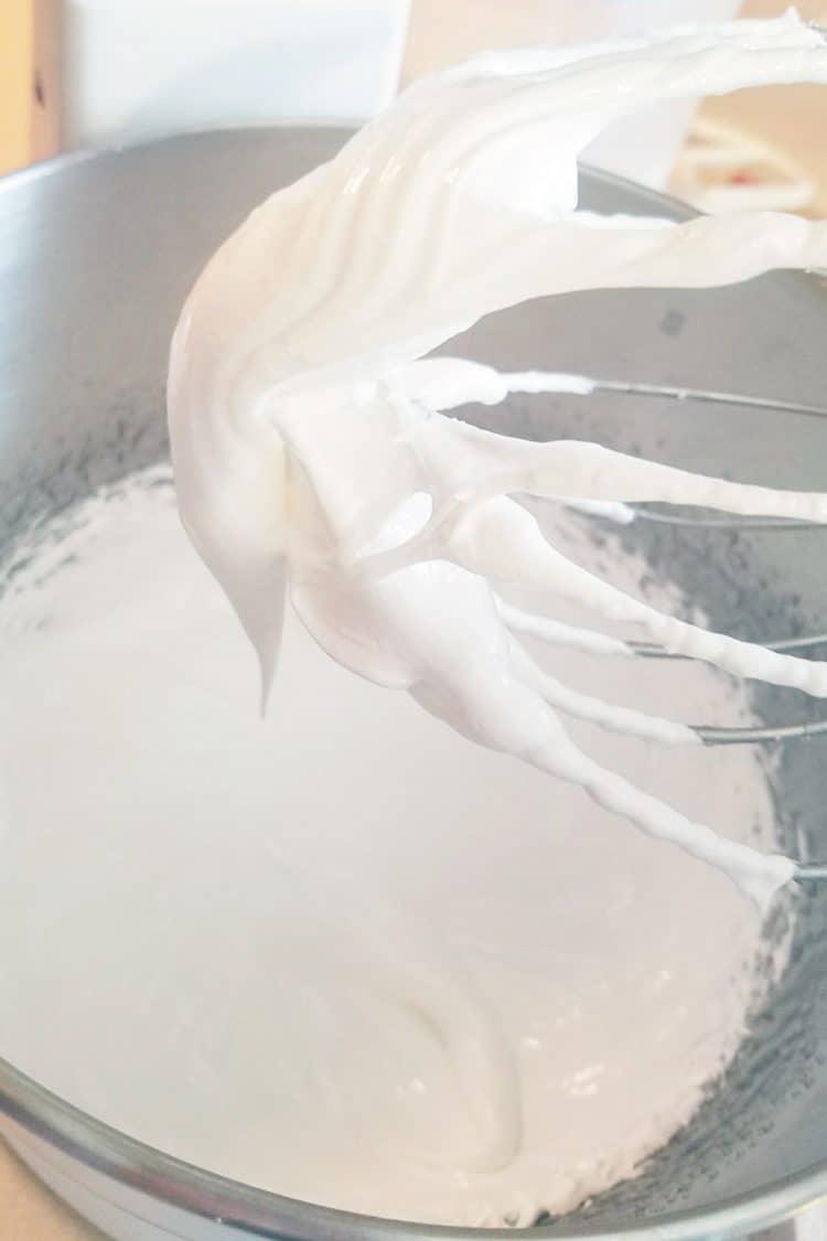 meringue for strawberry cheesecake macarons